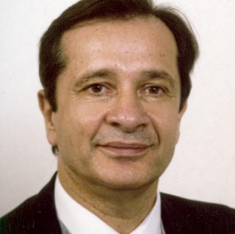 """Docteur François Python, M.D. , Micro chirurgien, """"Professeur de Psychologie chinoise et Chercheur référencé aux USA., master en génétique"""